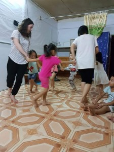 jv Na Hang picture dancing w kids